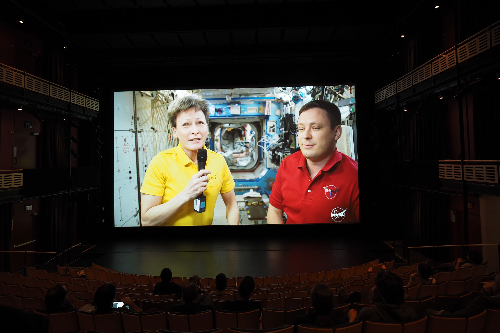 nasa astronauts livestreamed into the theater in 2017